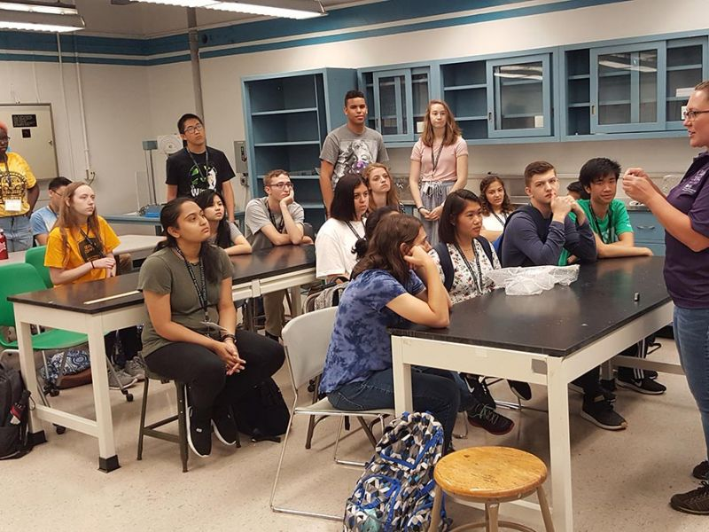 SEI students in lab