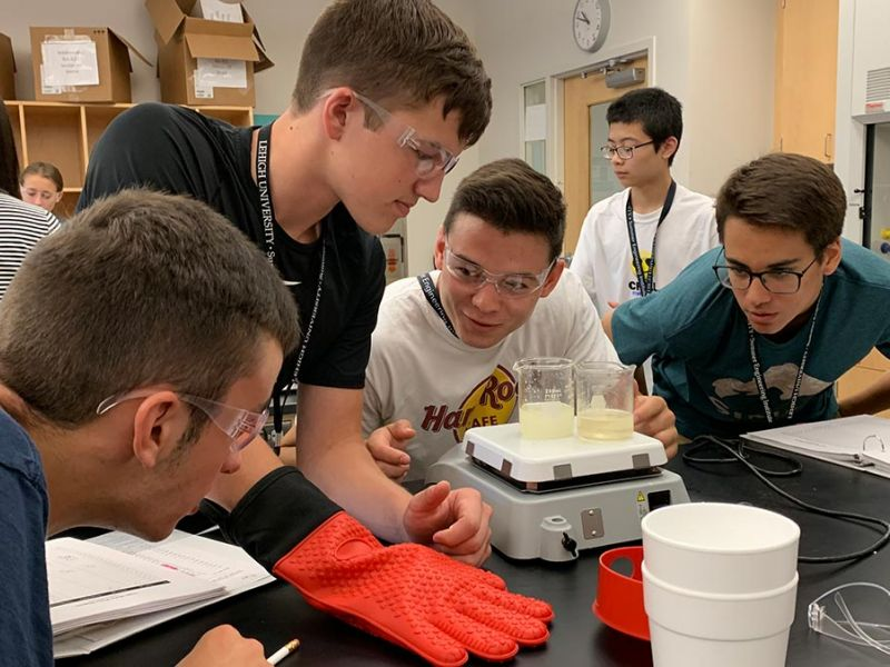 SEI students doing experiment